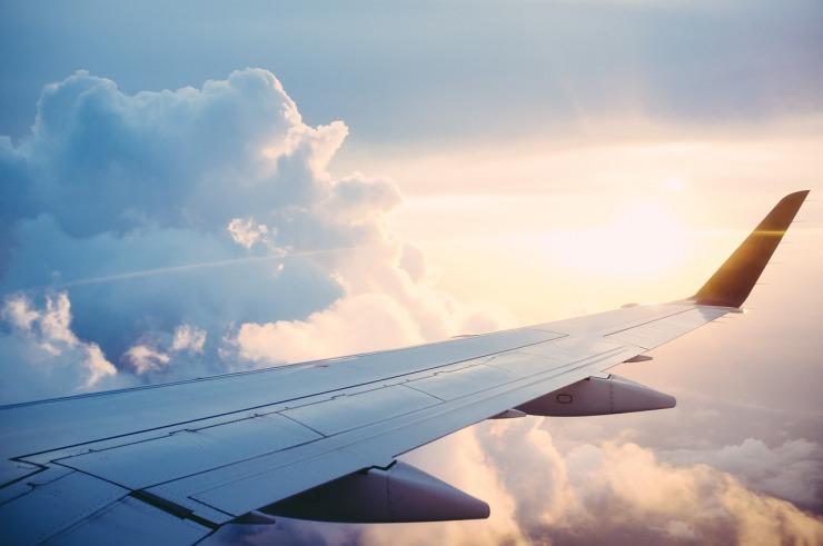 plane-841441_1280